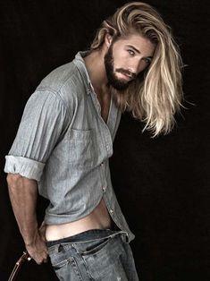 Conheça os 10 mais bonitos cabelos masculinos em 20 selecionadas fotos e aprenda como adotar o corte que combina mais com você! http://salaovirtual.org/cabelo-bonito-masculino/ #cortemasculino #cabelobonitomasculino #salaovirtual