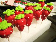 Sisters' Sweet Tooth: Strawberry Cake Pops