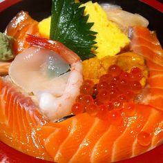 Seafood bowl of Japanese food 海鮮丼