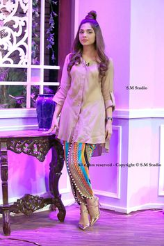 Latest Tulip Pants Trends Designs having new styles, patterns and designs including with a cutting way method and tutorial. Pakistani Fashion Casual, Pakistani Dresses Casual, Pakistani Dress Design, Indian Fashion, Women's Fashion, Stylish Dresses For Girls, Stylish Dress Designs, Designs For Dresses, Salwar Designs