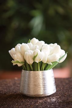 Simple, modern yet classic centerpiece of a single floral variety.