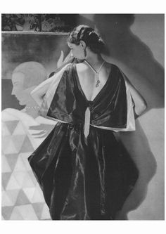 Photo: Edward Steichen, Vogue, May 1927 Jeanne Lanvin's romanticism, here expressed with a butterfly bow at the back of a stunning evening dress, coexisted with Art Deco's streamlined aesthetic. Edward Steichen, Jeanne Lanvin, Vogue Magazin, Jean Marie, Art Deco, 20th Century Fashion, Vogue Covers, Thing 1, Vogue Fashion