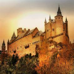 Segovia - Alcazar. http://www.ferienwohnungen-spanien.de/Spanien/artikel/10-grandiose-spanische-burgen?preview=635159833433658441