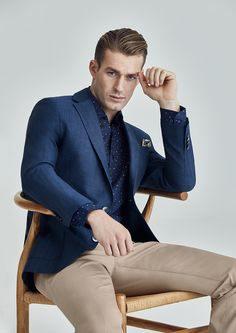 Fabric: Australian Merino Wool (73%) / Linen (23%) Body Fit: Classic Fit  Colour: Navy  Australian Merino Wool and Linen blend Sport Coat in blue herringbone with patch pockets. Designed to embody casual weekend elegance, Porter is a supremely comfortable Sport Coat for use all year round.