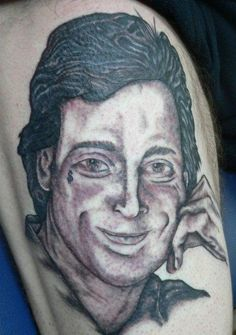 Bob Saget tattoo, from 23 People Who Are Permanently Remembering The Really Bad Tattoos, Cute Tattoos, Beautiful Tattoos, Tatoos, Dumbest Tattoos, Worst Tattoos, Tattoos Gone Wrong, Smiley Piercing, Piercings