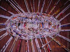 Мастер-класс Плетение Опять газета   плетение овального донышка   плетение двумя палочками  1 часть Бумага журнальная фото 9
