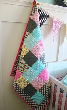 tHe fiCkLe piCkLe love the color choices on this great patchwork quilt! Quilting Projects, Sewing Projects, Craft Projects, Quilting 101, Quilting Ideas, Craft Ideas, Diy Ideas, Decor Ideas, Quilting For Beginners