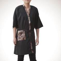 Salon Professional Hairdressing Kimono , Colorfulife® Leopard Adult Hair Clothing Hair Cutting Clothes Hairdressing Overalls Beauty SPA Barber Guest Gown Bathrobe Wai Cloth Night-gown A004 (Black) *** Check this awesome product by going to the link at the image.