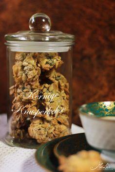 Blitzschnelle kernige Knusperkekse Breakfast Cookie Recipe, Paleo Breakfast, Cookie Recipes, Xmas Cookies, Chocolate Chip Cookies, Subway Cookies, Macaron Recipe, Christmas Crackers, Malu