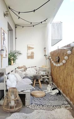 Beauty and fresh cozy apartment balcony decorating ideas 30 … - Modern Small Apartment Entryway, Simple Apartment Decor, Apartment Balcony Garden, Apartment Balcony Decorating, Apartment Balconies, Apartment Interior Design, Easy Home Decor, Apartment Living, Lovely Apartments