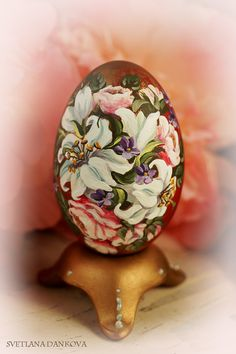 inserzione di Etsy su https://www.etsy.com/it/listing/184155982/easter-egg-hand-painted-egg-ceramic