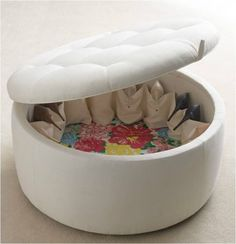 The Shoe Ottoman the perfect storage for shoes Insanely Clever Things Your Small Apartment Needs -- i thinking of you, Ms Rutley Apartment Needs, Apartment Living, Living Room, Shoe Storage Ottoman, Storage Chair, Purse Storage, Closet Storage, Cuadros Diy, Small Space Living
