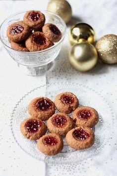 Pas de Noël sans petits biscuits que je vous disais... Bon, mon niveau n'atteint pas celui des habitants d'Alsace et de Lorraine dont la fabrication de bre - Boules de Linz ou linzele
