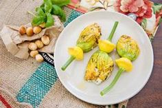 Pan-fried courgette flowers with ricotta, macadamias and basil Basil Recipes, Ricotta, Vegetarian Recipes, Side Dishes, Favorite Recipes, Dinner Parties, Cooking, Breakfast, Foodies