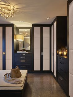 Modern chandeliers and contemporary lighting for exclusive interior designs. Big Closets, Dream Closets, Teen Girl Bedrooms, Guest Bedrooms, Master Bedroom, Luxury Interior, Home Interior Design, Closet Island, Closet Renovation