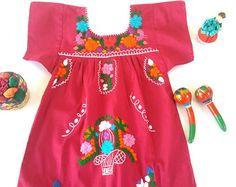 Moni Mexican Embroidered off shoulder Fiesta por MexicanartDesigns Floral Headbands, Baby Headbands, Baby Dresses, Summer Dresses, Mexican Babies, Ely, Embroidery Designs, Floral Tops, Shoulder