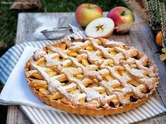 Křehký koláč s jablky (Apple pie) Apple Pie, Cookies, Baking, Food, Kitchen, Crack Crackers, Cooking, Biscuits, Bakken