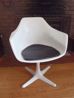 Minneapolis: Mod Mid Century Fiberglass Vintage Shell Chair $120 - http://furnishlyst.com/listings/41523