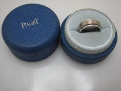 a835 Vintage Handsome Piaget Spinning Ring in 18k White gold Size 8.5