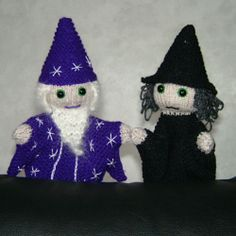 A spellbinding couple! Fabric Patterns, Crochet Patterns, Glove Puppets, Knit Crochet, Crochet Hats, Knitted Afghans, Illusion Art, Free Pattern, Witch