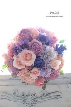ピンクベージュと紫のブーケ pinkbeige purple bouquet Spring Wedding Bouquets, Purple Wedding Flowers, Bride Bouquets, Bridal Flowers, Flower Bouquet Wedding, Floral Bouquets, Floral Wedding, Bridesmaid Bouquets, Wedding Flower Arrangements