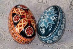 The lovely work of master pysankar Tetyana Solotska-Pysanky Japan Eggshell Paint, Carved Eggs, Easter Egg Designs, Ukrainian Easter Eggs, Quail Eggs, Egg Art, Egg Decorating, Egg Shells, Fine Porcelain