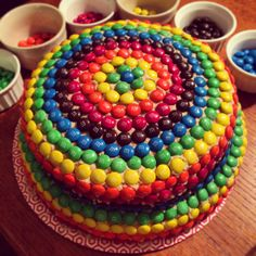 WOW what meticulous detail! M&ms Cake, Favorite Recipes, Good Things, Baking, Blog, Drink, Detail, Board, Beverage