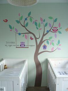 muurschildering van een boom met uiltjes voor in de babykamer van, Deco ideeën
