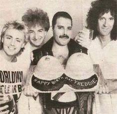 Brian May. Queen Freddie Mercury, Queen Band, Brian May, John Deacon, I Am A Queen, Save The Queen, Queen Queen, Pop Punk, Freddie Mercury Birthday