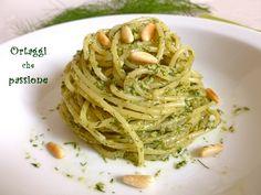 Il pesto di finocchietto è un ingrediente della pasta con le sarde siciliana. Questa primavera ho comprato una piantina di finocchietto, quando ha raggiunto