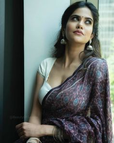 Latest Fashion Dresses, Latest Dress, Hot Girls, Purple Saree, South Indian Actress Hot, Glamour, Indian Beauty Saree, Indian Sarees, Silk Sarees