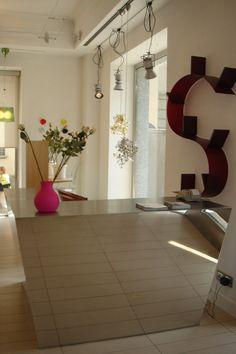 Bancone reception su misura in acciaio inox lucido Mirror, Furniture, Home Decor, Centre, Decoration Home, Room Decor, Mirrors, Home Furnishings, Home Interior Design