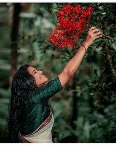 Beautiful Girl Photo, Beautiful Girl Indian, Beautiful Indian Actress, Cute Couples Photography, Girl Photography Poses, Saree Poses, Cute Pictures, Beautiful Pictures, Best Photo Poses
