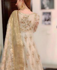 Embroidery Designs Fashion Indian India 45 New Ideas Pakistani Fashion Party Wear, Pakistani Wedding Outfits, Pakistani Dress Design, Pakistani Wedding Dresses, Nikkah Dress, Shadi Dresses, Pakistani Formal Dresses, Indian Dresses, Anarkali Dress