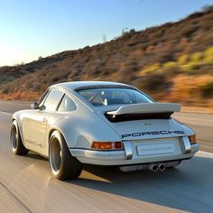 21 Glorious Photos Of Yet Another Custom Porsche From Singer Design - Airows Porsche Autos, Porsche Sports Car, Porsche Cars, Vintage Racing, Vintage Cars, Vintage Stuff, Porsche Sportwagen, Custom Porsche, Singer Vehicle Design