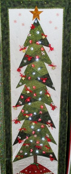 Make a Christmas tree w/ photos hanging!!! Sue's tree (262x640)