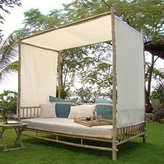 Mobilier et décoration en bambou - les secrets du bambou wohnideen bambus deko möbel loungebett outdoor möbel, Bamboo Furniture, Trendy Furniture, Deco Furniture, Refurbished Furniture, Ikea Furniture, Colorful Furniture, Repurposed Furniture, Rustic Furniture, Furniture Makeover