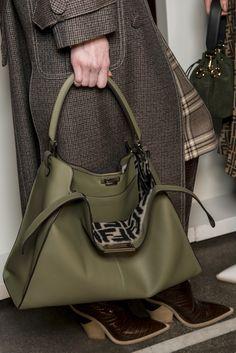 Fendi bks V 4100 - The Impression Beautiful Handbags, Beautiful Bags, Cute Purses, Purses And Bags, Fashion Handbags, Fashion Bags, Fendi Bags, Best Bags, Handbag Accessories