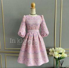 Batik Fashion, Fashion Sewing, Work Fashion, Thai Dress, Sewing Patterns, Fashion Dresses, Gowns, Dress Set, Western Dresses