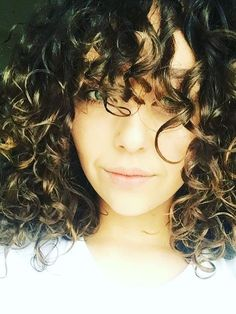how to style curly hair: Deputy Editor Shannon's Curls