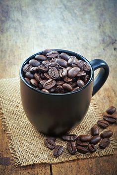 Coffee beans on Behance - Bohne - Kaffee But First Coffee, Great Coffee, Coffee Art, Coffee Photography, Food Photography, Coffee And Donuts, Chocolate Coffee, Mocha Coffee, Starbucks Coffee