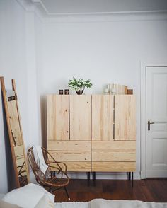 Living: Everyone loves Ivar from Ikea - amazed-Wohnen: Alle lieben Ivar von Ikea – amazed Living: Everyone loves Ivar from Ikea – amazed - Ikea Bedroom, Bedroom Decor, Ikea Hack Bathroom, Contemporary Living, Ivar Regal, Bunk Bed With Desk, Green Rooms, Sweet Home, Interior Design