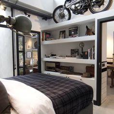 Garage Loft : Industriële slaapkamers van BRICKS Studio