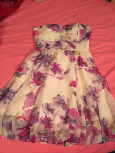 Floral Print Strapless Dress    [url]: http://www.vinted.com/sh/clothes/11497431-floral-print-strapless-dress