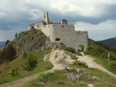 Ruins of Čachtice Castle The blood-soaked ruins of the castle where the murderous Blood Countess Elizabeth Bathory was walled in alive. Elizabeth Bathory, Bratislava, Beautiful Castles, Beautiful Places, Prison, Mysterious Universe, Castle Ruins, Elisabeth, Central Europe