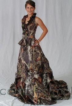 Camouflage Wedding Dresses just like that? Can you imagine? Desiree's favorite list of camouflage wedding dresses options. Camo Bridesmaid Dresses, Camouflage Wedding Dresses, Green Wedding Dresses, Wedding Dresses For Sale, Bridesmaids, Formal Dresses, Camo Outfits, Fashion Outfits, Women's Fashion