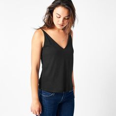 The symmetrical v-cut on both the front and back of this cami make it equally striking and comfortable. Made from eco-friendly 100 % recycled fabric.