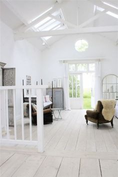 my scandinavian home: A beautiful converted barn in white White Barn, Foster House, Architecture Design, Le Logis, Casa Loft, Converted Barn, White Rooms, Scandinavian Home, White Houses