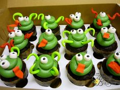 Alien/Monster Cupcakes - Could use Laffy Taffy for the tenticals Alien Cupcakes, Cookie Monster Cupcakes, Kid Cupcakes, Themed Cupcakes, Cute Food, Good Food, Laffy Taffy, Cupcake Recipes, Cupcake Ideas