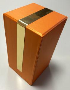 Confezione con profilo oro lucido in Decorkrome. www.grafadhesive.it